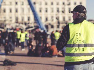 Quelles sont les astuces pour séduire le public en politique?