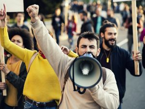 Corrélation entre la médiation et la politique